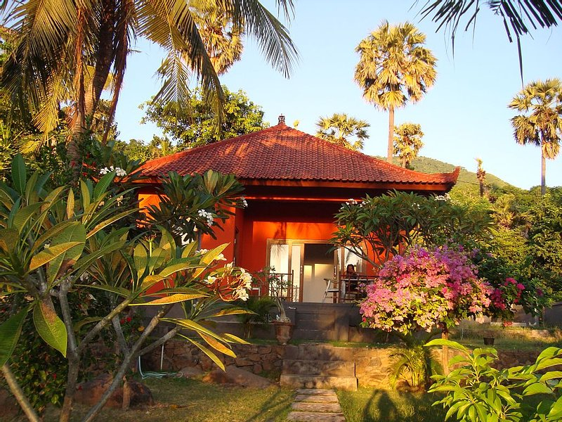BLU GUESTHOUSE - VILLA AMED, vacation rental in Bunutan
