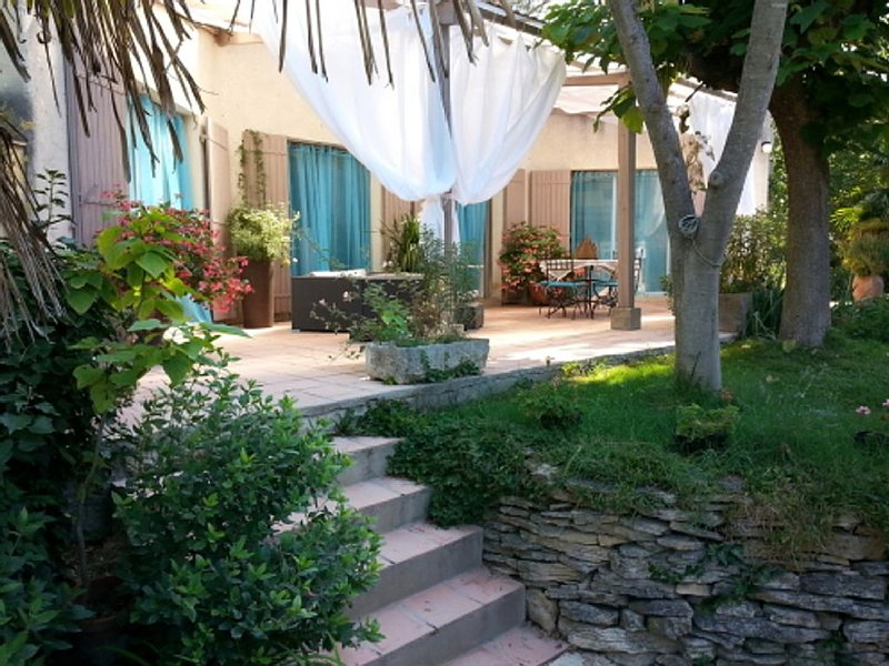 Appartement 'Lagon Bleu'  110 m²- 2 chambres, holiday rental in Piolenc