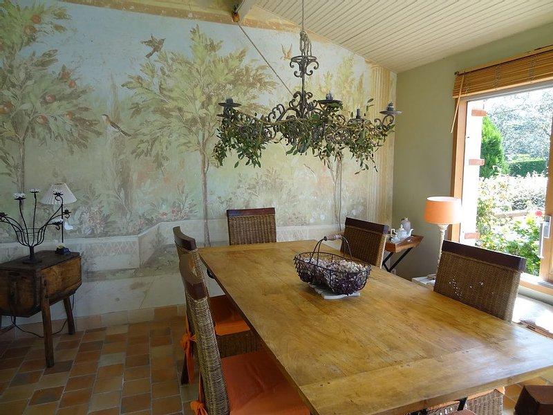 Charming villa with sea views, alquiler de vacaciones en Matignon