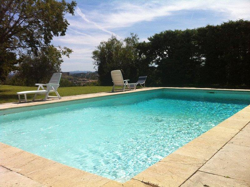 Villa prox. Avignon, piscine, parc arboré tranquile, holiday rental in Villeneuve-les-Avignon