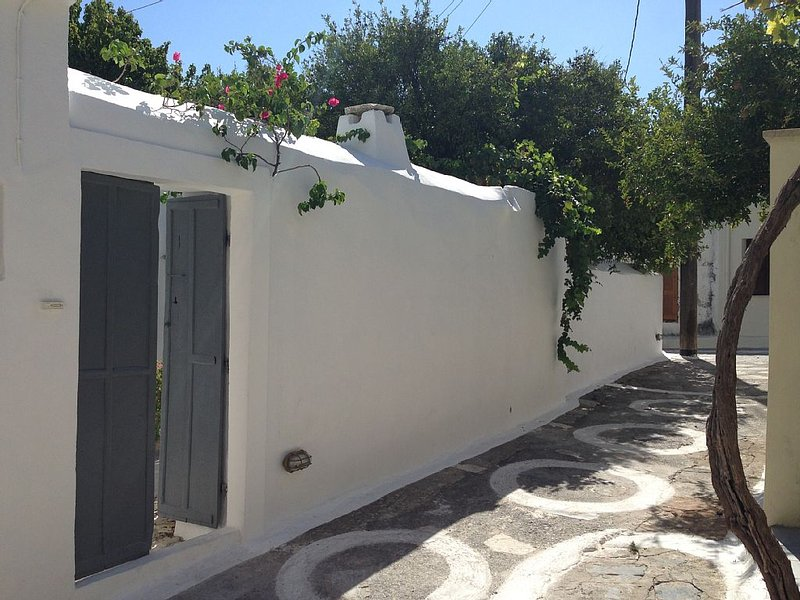 Authentic village house, Hora, Samos, holiday rental in Votsalakia