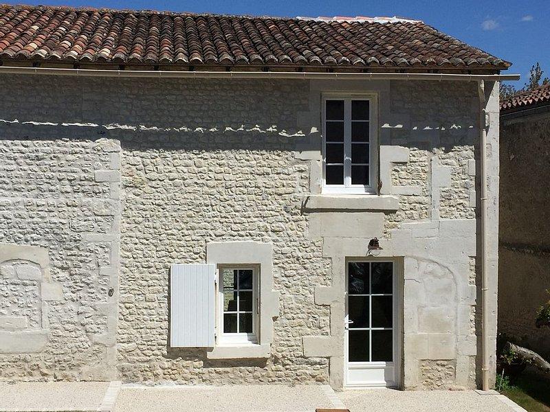 Petite maison de charme T2, holiday rental in Saint-Preuil