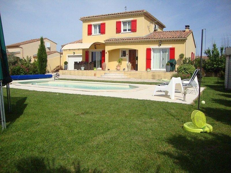 Villa piscine privée, en Provence idéale famille tout confort., casa vacanza a Entraigues-sur-la-Sorgue