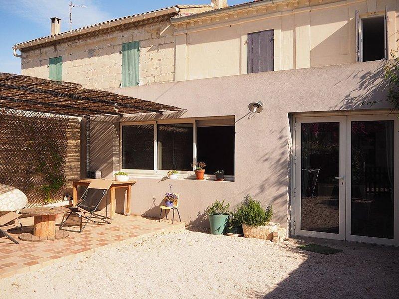 Maison de village avec joli extérieur!, holiday rental in Barbentane