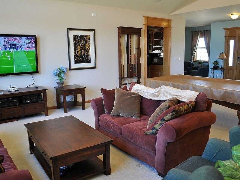 Relaxing Getaway Home for Eastern Sierra/Tahoe/Carson Valley Hiking/Skiing/more, vacation rental in Markleeville
