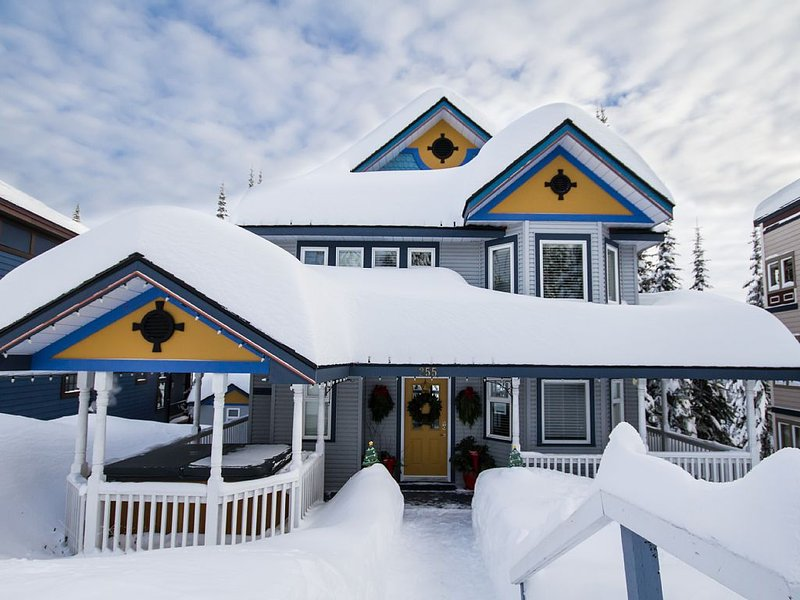 Luxurious Suite | Fantastic Ski In Ski Out Location, vakantiewoning in Vernon