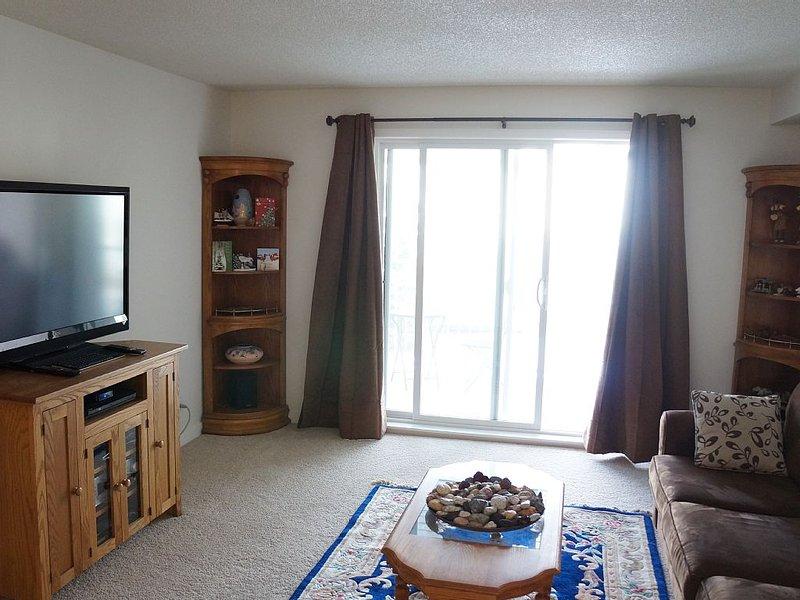 Spacious One or two Bedroom Condo In Citadel, Calgary, location de vacances à Cochrane