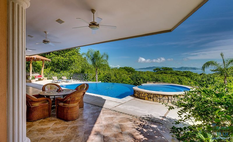 Heaven on Earth - New Spectacular Villa on 3/4 Acres, aluguéis de temporada em Manzanillo