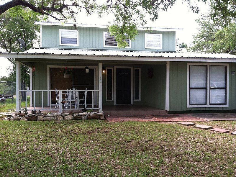 5 bedroom rental- lake LBJ constant level lake!!, aluguéis de temporada em Marble Falls