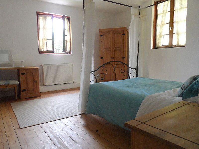 Alls quiet at willow tree house, casa vacanza a Saint-Pol-sur-Ternoise
