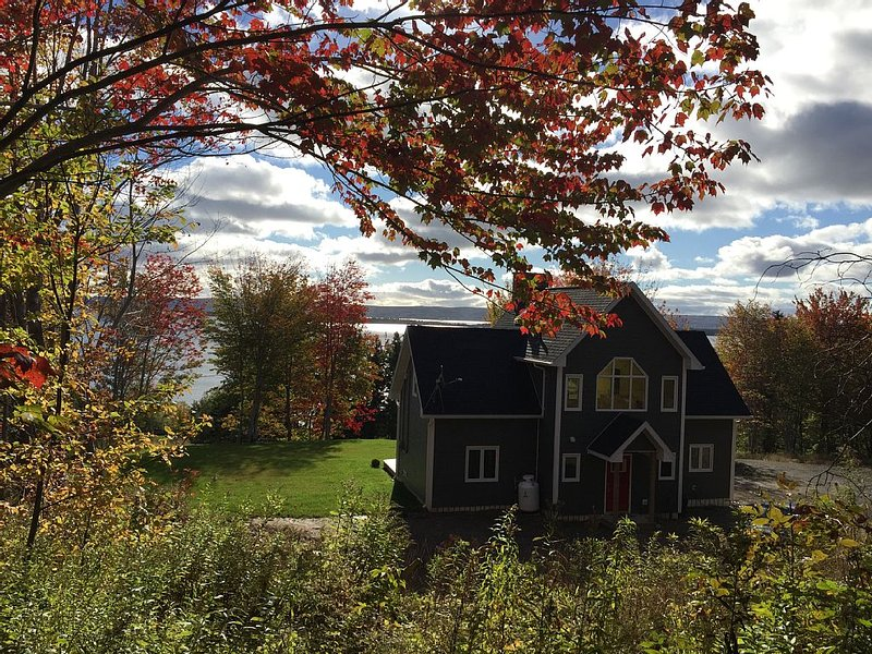 The Ultimate In Relaxation - Lake Views & Water Access, vacation rental in Cape Breton Island