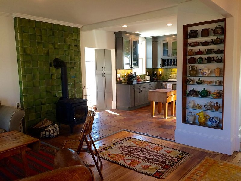 Living room and Kitchen, with teapot wall