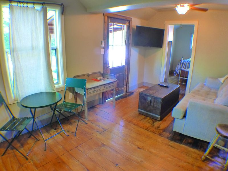 Dig DEEP and SLEEP in THE JENNY LIND CABIN #8, holiday rental in Foresthill