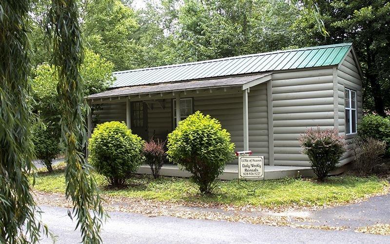 Lil' Bit Of Heaven - A Cozy Cabin For 2, location de vacances à Maggie Valley