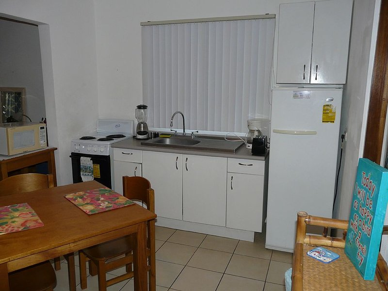Fully Equipped Studio One Block to the Beach, Ferienwohnung in Playas del Coco