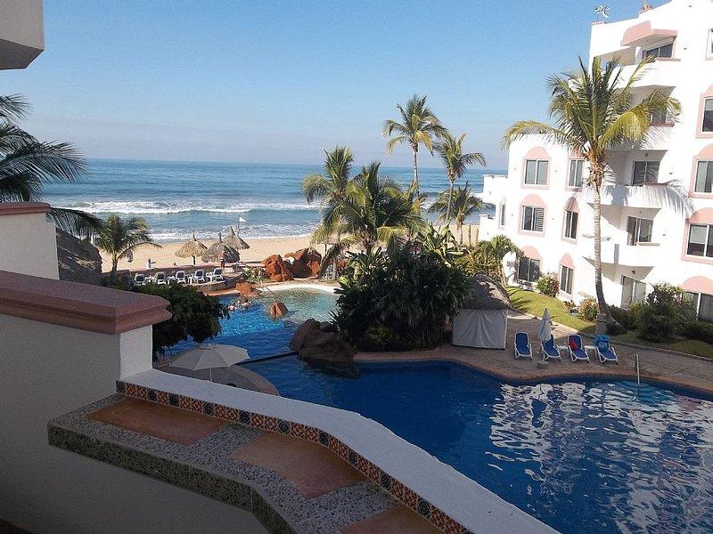 Spectacular 2br/2ba Oceanfront Condo In Gated Community On Fantastic Beach! 304a, alquiler de vacaciones en Mazatlán