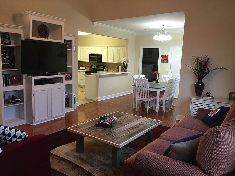 3 Bedroom Family-friendly condo close to University of Mississippi campus, holiday rental in Oxford