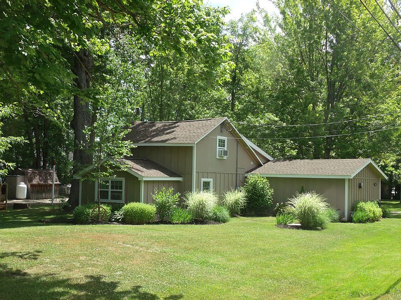 The 'Stow Away', Four Season Chautauqua Lake getaway Cottage, vacation rental in Chautauqua County