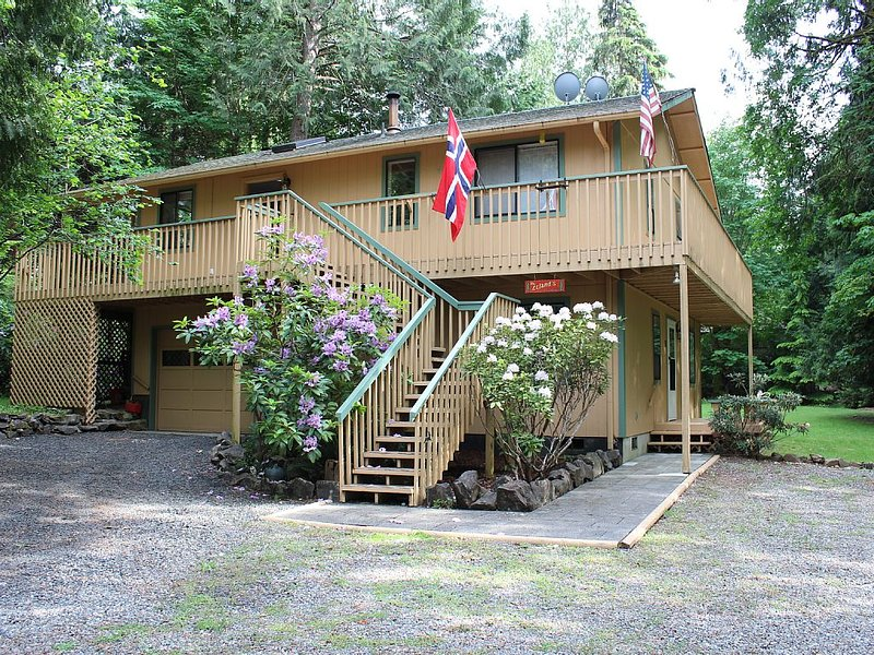 Puget Sound Island Home with view of Water, vacation rental in Belfair