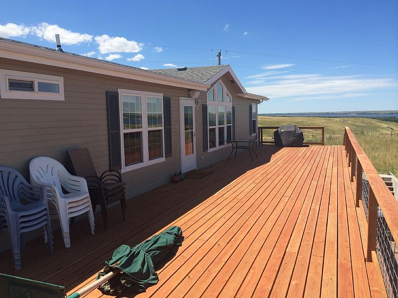 Large Lake House On South Side Of Lake McConaughy, vacation rental in Lewellen