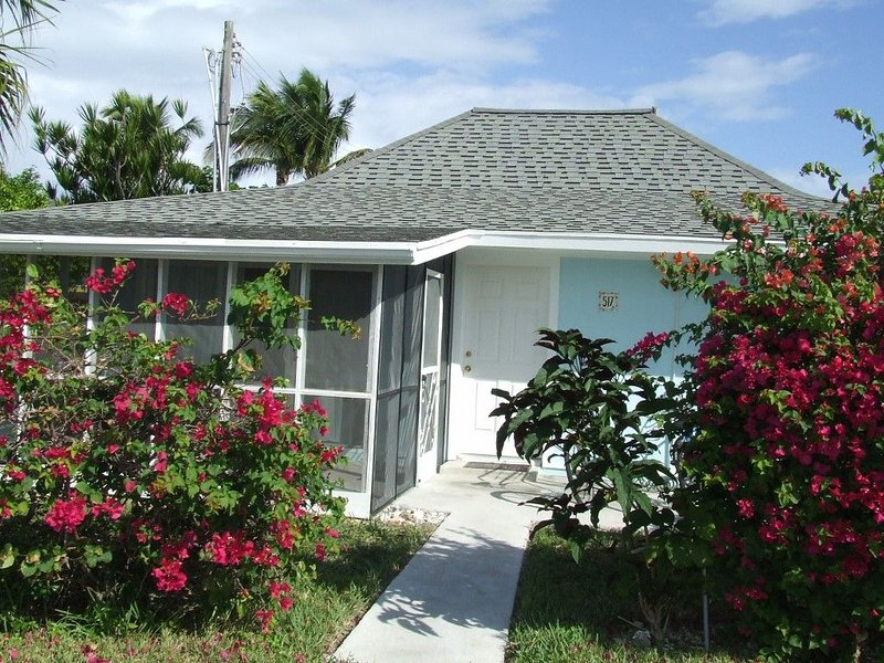 Beautiful Beach Villa with a Screened in Porch   2BR / 2 BA, holiday rental in Great Abaco Island