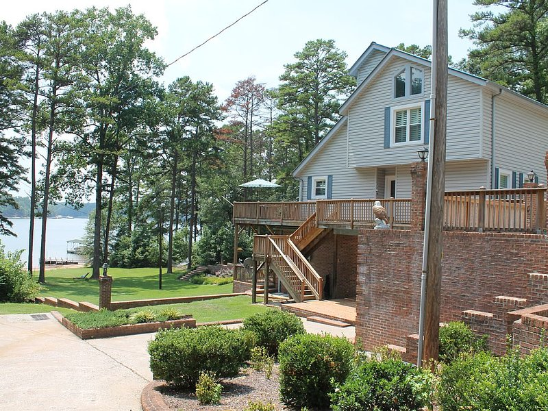 Our Happy Place! Amazing Vacation Home on Lake Hartwell, holiday rental in Eastanollee