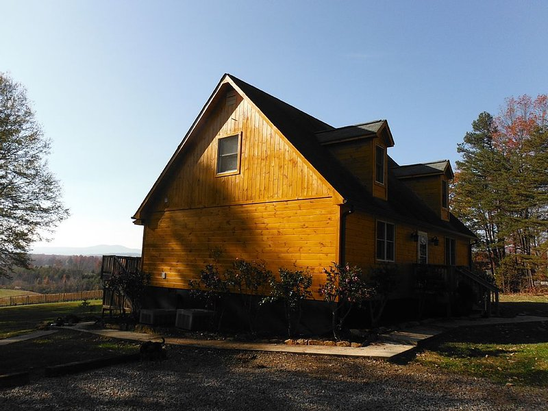 Pet Friendly Rental Cabin In The Heart Of Wine Country, holiday rental in Dobson