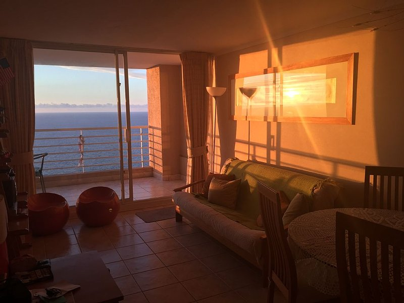 Beachfront 2 Bed/2 Bath Apartment, location de vacances à Viña del Mar