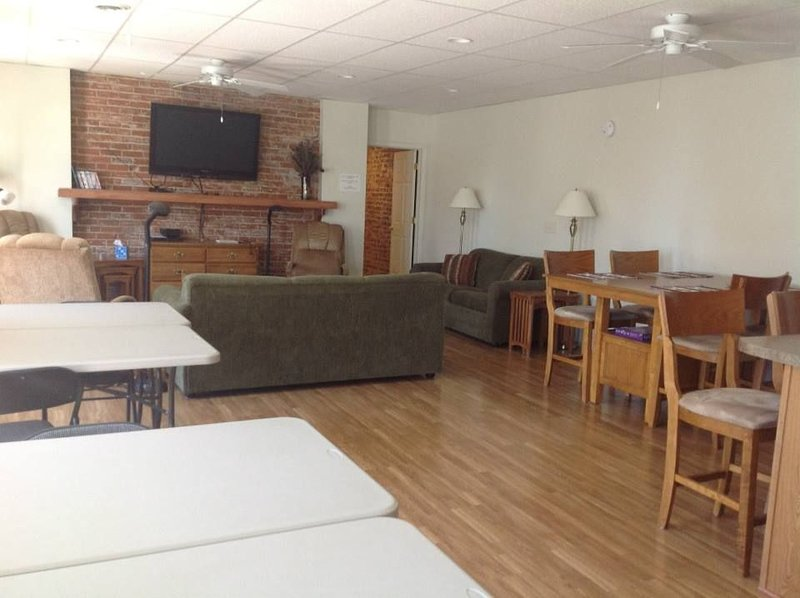 Perfect For Quilters, Cross-stitching, Scrapbooking And Family Gatherings., holiday rental in Elma