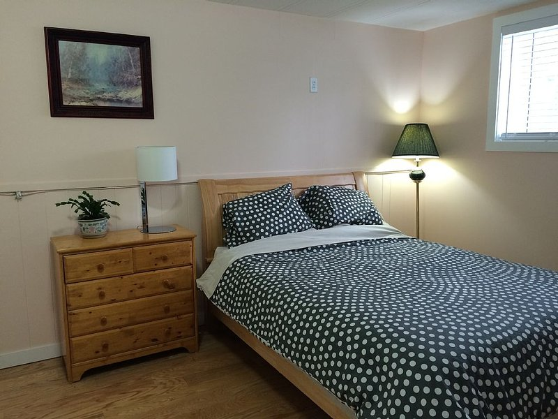 Inner city NW, Steps to university , Minutes to Hospital, SAIT, Downtown, Ferienwohnung in Calgary