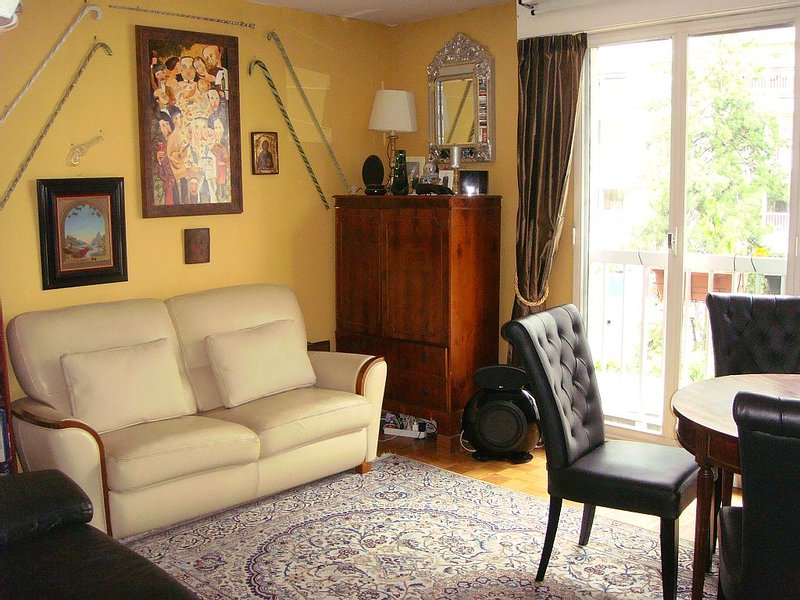 Covid-Free, 3 Bedrooms Apartment At Foot Of Eiffel Tower, Sleeps 6-7, District 7, holiday rental in Paris