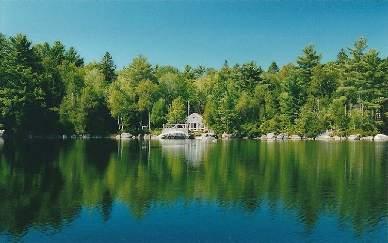 Private Cottage On The Lake, vacation rental in Aurora