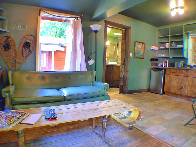 LAST CHANCE CABIN #6.  GOING - GOING - GONE TO BED, holiday rental in Foresthill