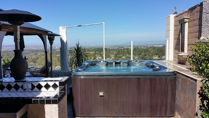 Stunning Panoramic View Home With Jacuzzi And Perfect South OC Location, casa vacanza a Mission Viejo