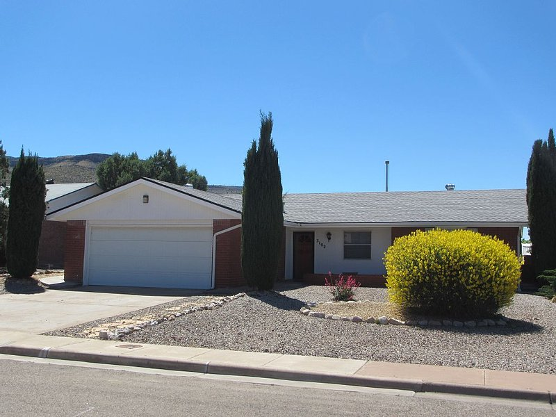 Training at Holloman or White Sands? looking for a Short Term Furnished Rental?, holiday rental in High Rolls Mountain Park