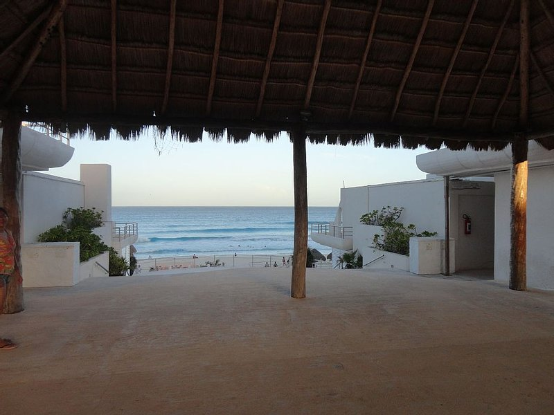 Immaculate Mexican Villa with Stunning view to the Caribbean – semesterbostad i Cancún