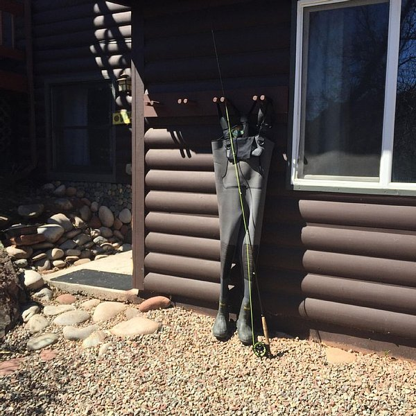 Cabin apartment on Gold Medal Waters!, alquiler de vacaciones en Glenwood Springs