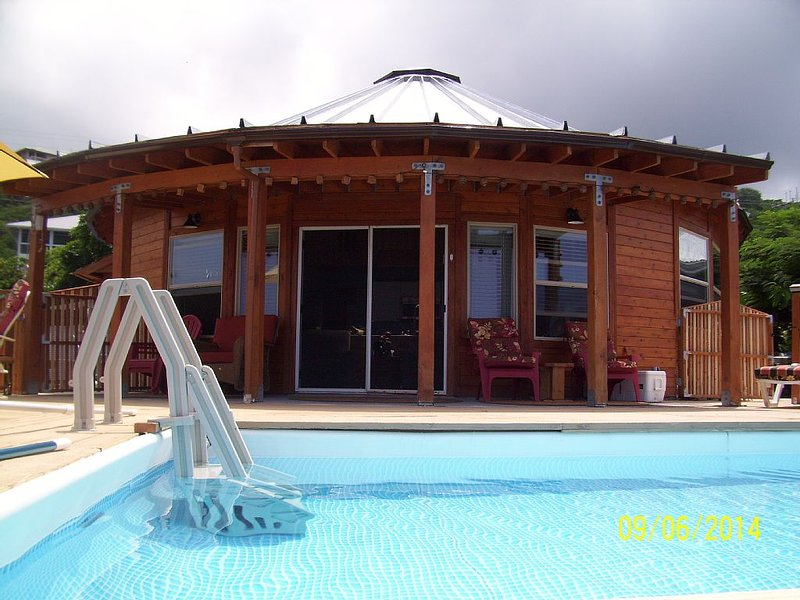 New Round House With Pool 180 Degree Ocean View 13% discount for 7 nights, holiday rental in Milolii