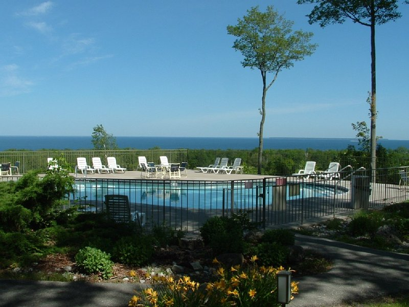 Updated 1 Bedroom King, Book Now For Summer Fun! in Door County, location de vacances à Egg Harbor
