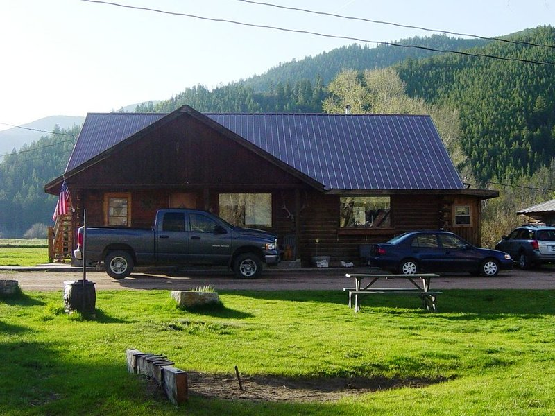 Tranquil mountain home, near Pitkin, close to your next mountain adventure., alquiler de vacaciones en Pitkin