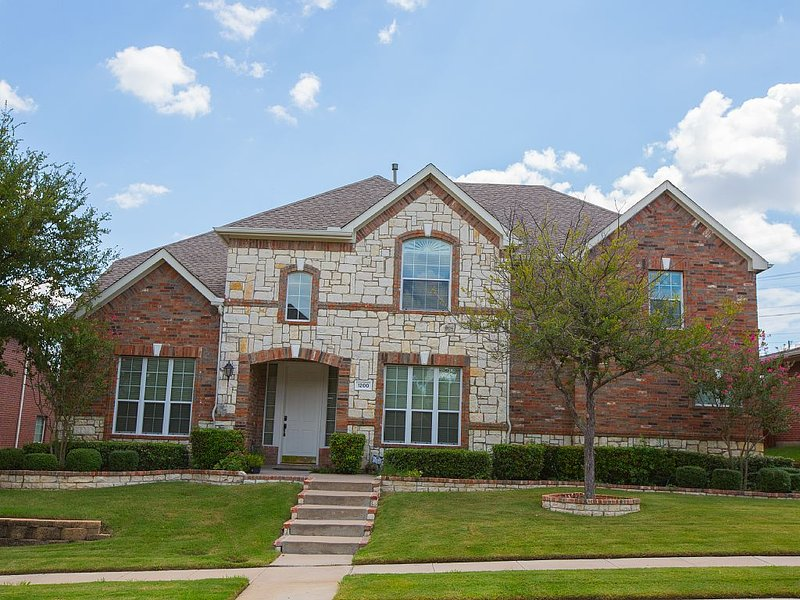 Beautiful Home Away From Home In Dallas Texas, minutes away  from airports., location de vacances à Southlake