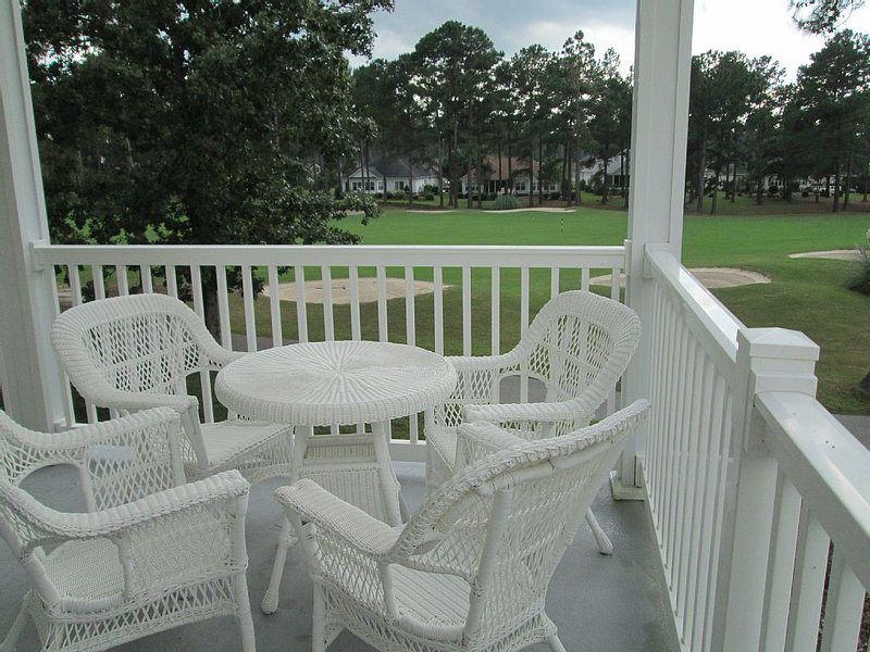 Condo Overlooking Golf Course Near Beaches And Myrtle Beach Attractions, vacation rental in Calabash