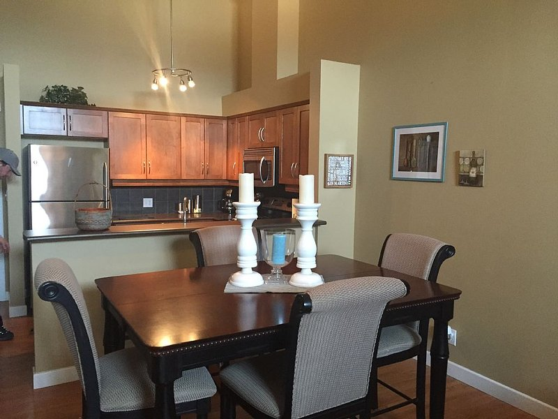 PERFECT BEACH/MOUNTAIN GETAWAY, holiday rental in Invermere
