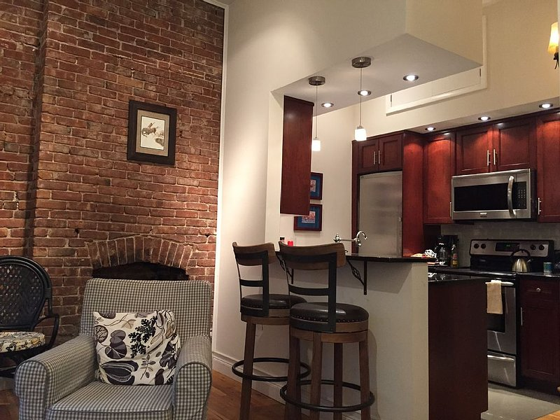 Adorable Apartment For A Romantic Getaway To New York And New Jersey, holiday rental in Hoboken