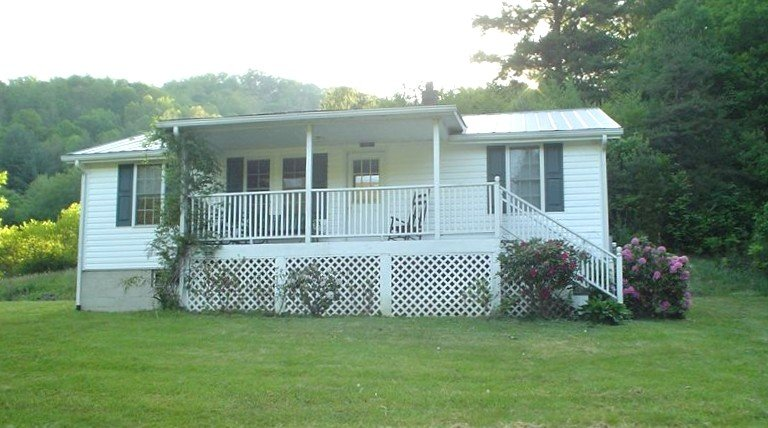 Beautiful Retreat (2night min.) - 33 Private Mountain Acres to Hike, holiday rental in Green Mountain