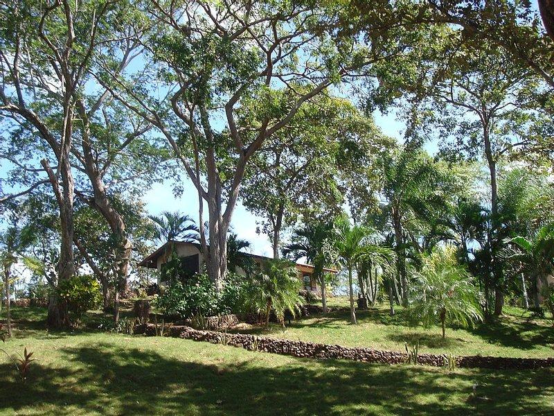CASA AZUL / BEST OF PLAYA GRANDE / PEACEFUL & PRIVATE / FULLY EQUIPPED, holiday rental in Playa Grande