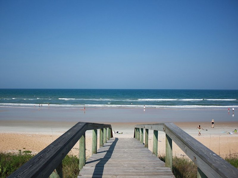Beach Rental, On the Ocean  and close to the center of town Flagler, Fl 32136, alquiler de vacaciones en Flagler Beach