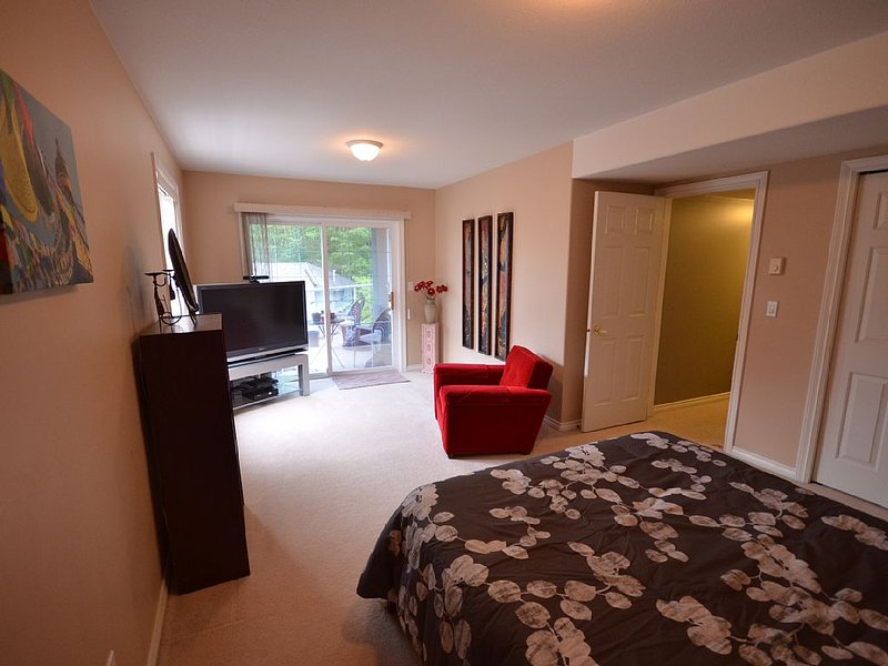 2 Bedroom Private Suite In East Abbotsford with Stunning Views, holiday rental in Abbotsford