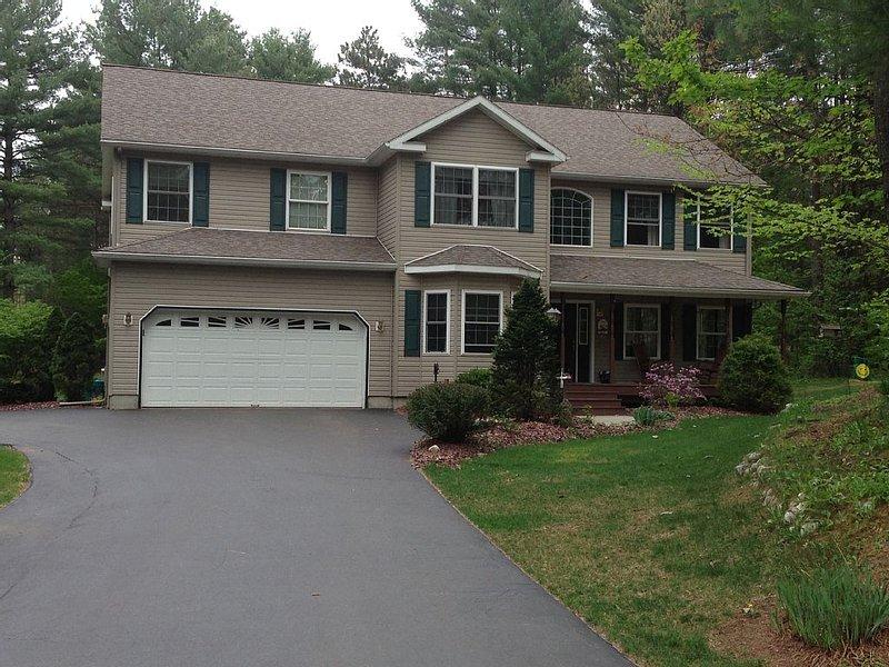 Saratoga Springs Track Rental, Skidmore College, *****  Close to Lake George, holiday rental in Hadley
