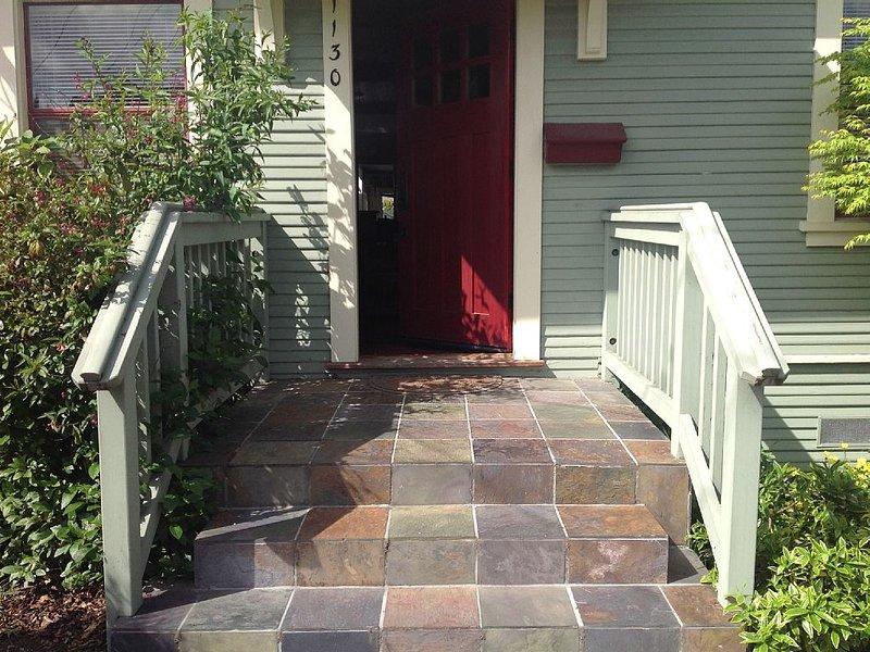 Berkeley/Albany 2 BR Home. Perfect for couples, families,  new grandparents!!, casa vacanza a El Cerrito